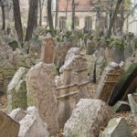 Le Tombe Impilate: visita al Cimitero Ebraico di Praga