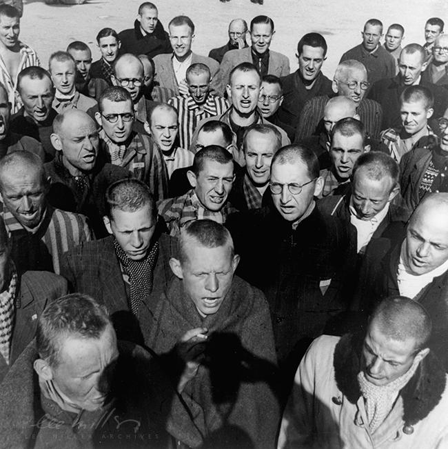 Lee-Miller-with-David-Sherman-Hitler-1945