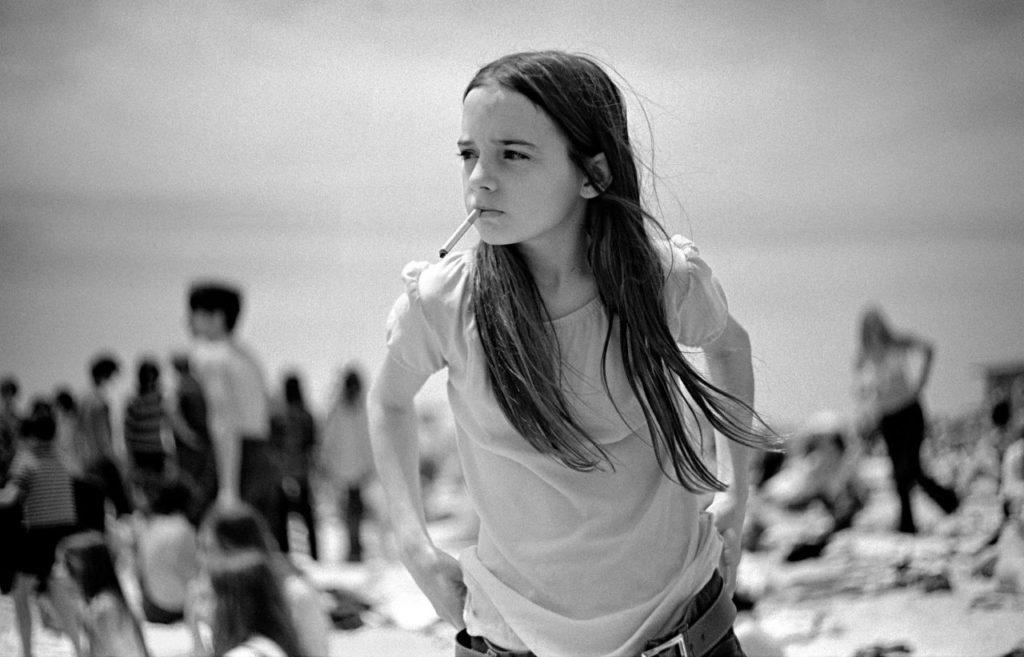 ragazze: Joseph Szabo, Priscilla, Jones Beach, New York, 1969.
