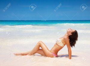 Estate - donna in spiaggia