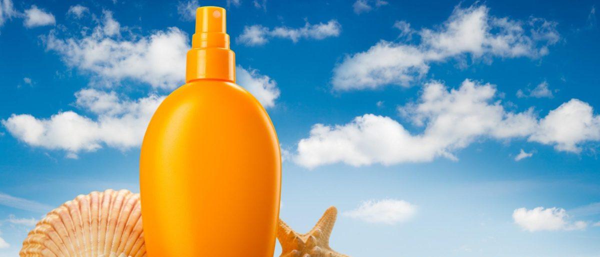 Solari - Solare in spray adagiato sulla spiaggia, insieme alle conchiglie