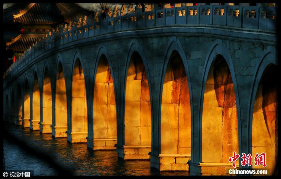 Palazzo d'Estate - Ponte dei diciassette archi illuminato