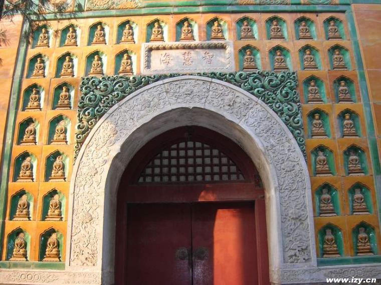 Palazzo d'Estate - Statuette di Buddha nel Tempio del mare di saggezza
