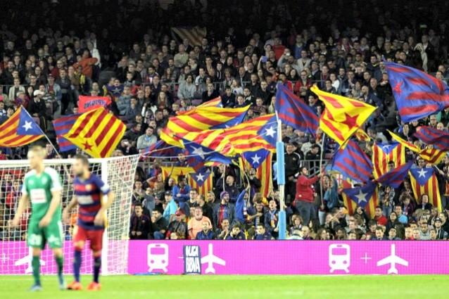 Bandiere nazionali catalane nello stadio del Barcellona