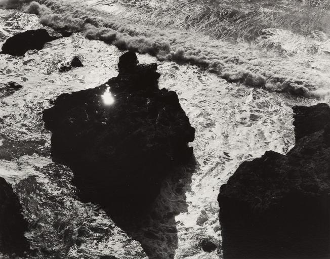 Sciamani - ©Minor White Sun in Rock, Devil's Slide, 1947.