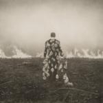 Riparare con gli occhi la terra ferita: gli sciamani della fotografia