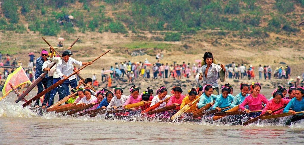 Songkran: gara delle barche drago