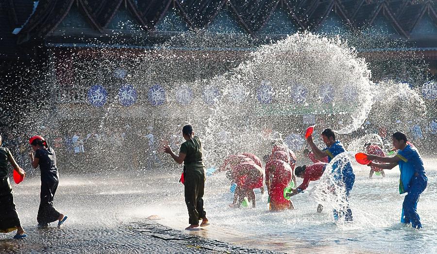 Lancio dell'acqua nella festa del Songkran