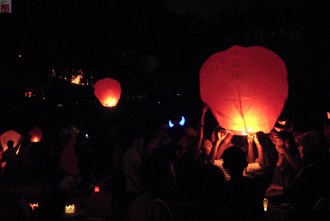 Lancio delle lanterne nella festa del Songkran