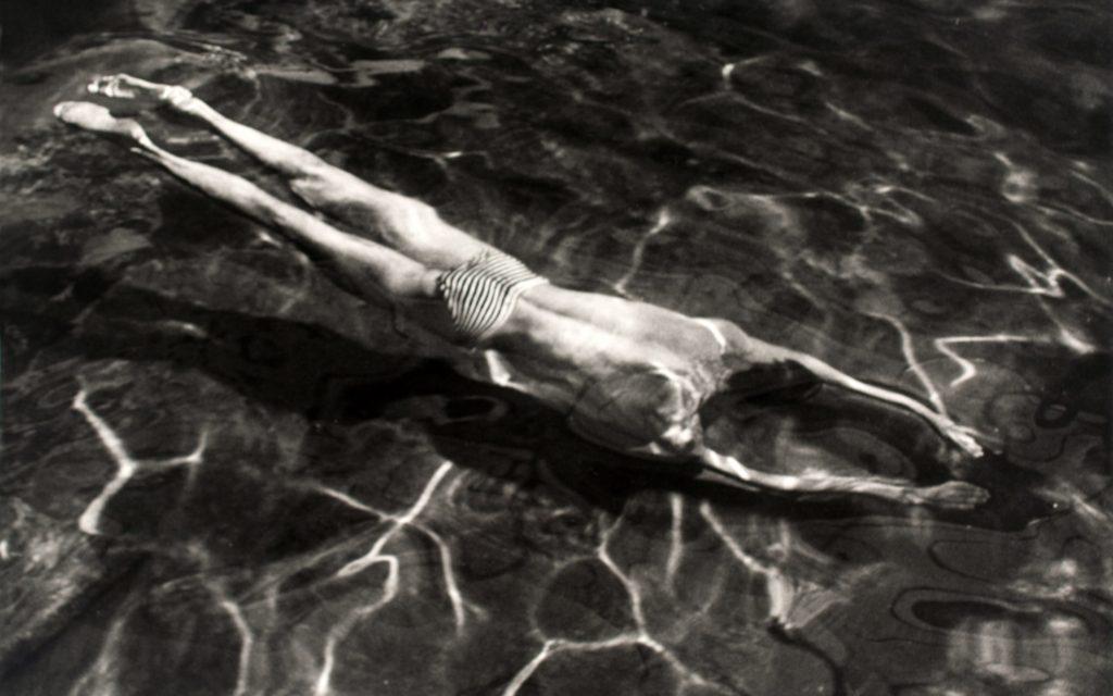 Acqua - André Kertész, Nuotatore sott'acqua, 1917.