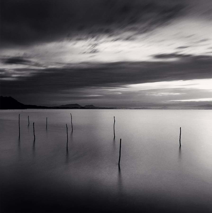Acqua - ©Michael Kenna, Sticks in Water, Shinji Lake, Honsu, Japan, 2001