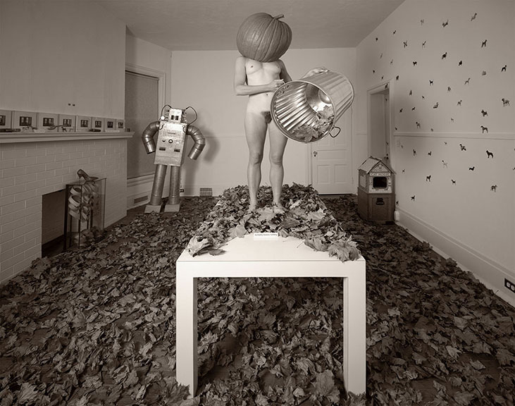 Criminale - ©Les Krims, Dumping Leaves Nothing (Buffalo, New York), 1979.