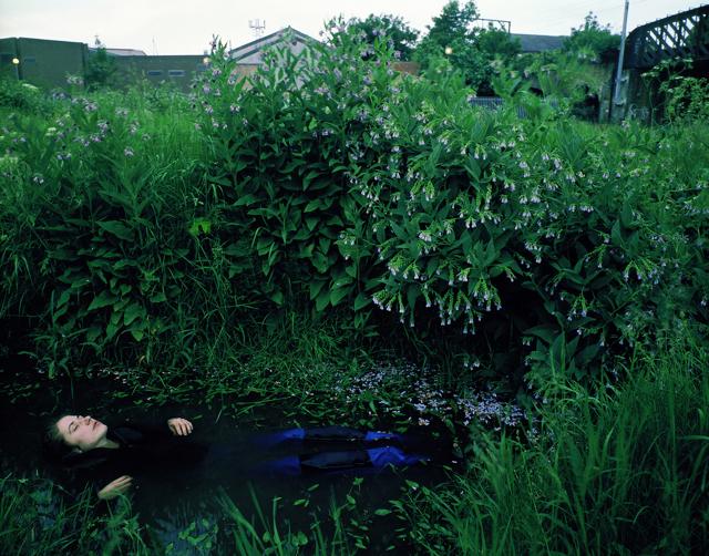 ©Tom Hunter, The Way Home, 2000. - icona
