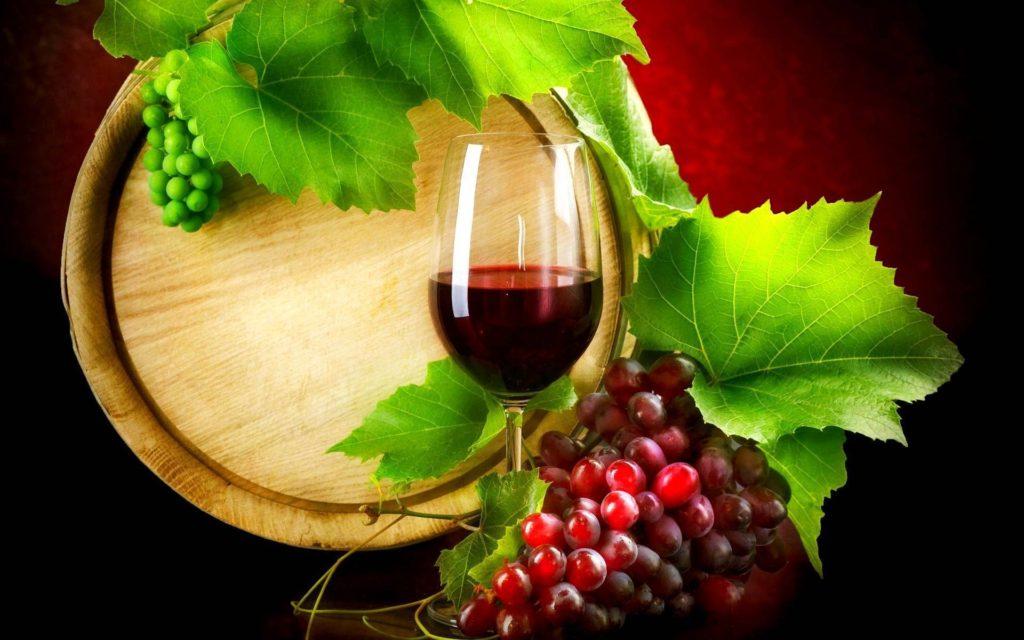 Resveratrolo - il resveratrolo è una sostanza contenuta in uva e vino.