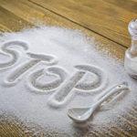 Ridurre il sale: i trucchi per consumarne di meno a tavola