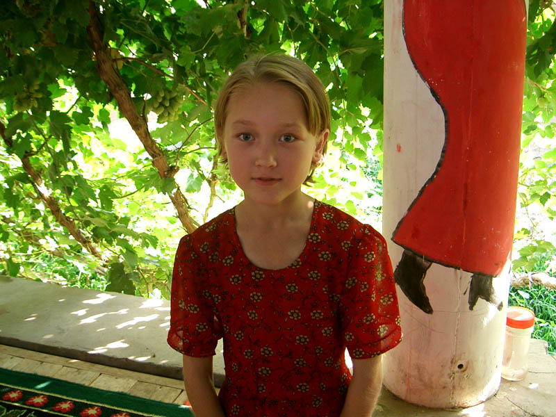 Gruppi etnici cinesi - Bambina di etnia Uiguri