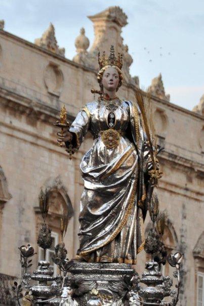 Santa Lucia: La statua argentea di Siracusa