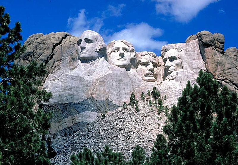 I volti dei quattro presidenti scolpiti nel Monte Rushmore.