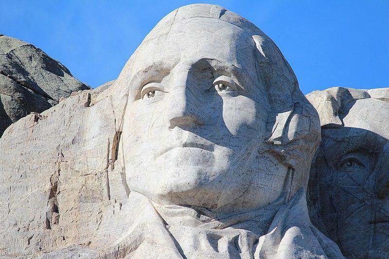 IL volto di George Washington scolpito nella pietra.