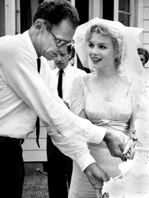 Marilyn Monroe e Arthur Miller il giorno delle nozze (1959)