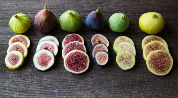 Le varietà di Ficus carica, cioè il fico comune. In base al colore, distinguiamo varietà gialle, viola e nere, tutte rappresentate in figura.