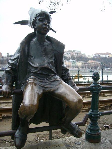 Statua di Peter Pan a Budapest.