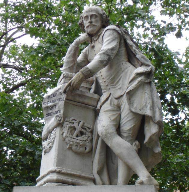 Statua di William Shakespeare a Londra.