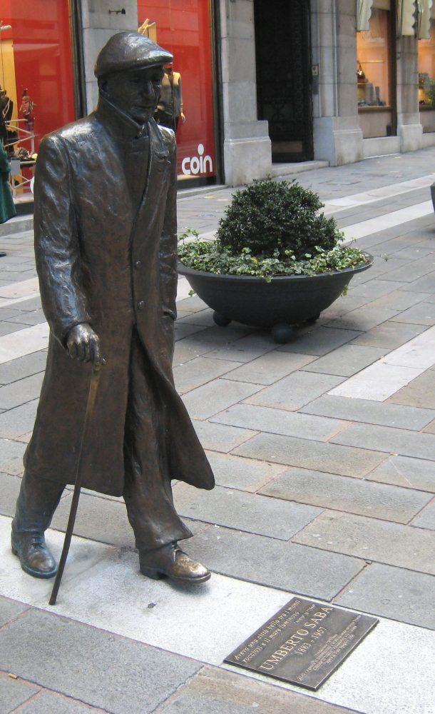Omaggi artistici alla letteratura - Statua di Umberto Saba.