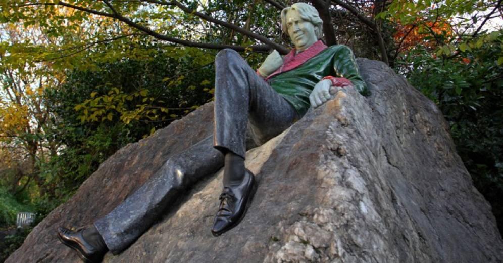 Omaggi artistici alla letteratura: Statua di Oscar Wilde a Dublino.