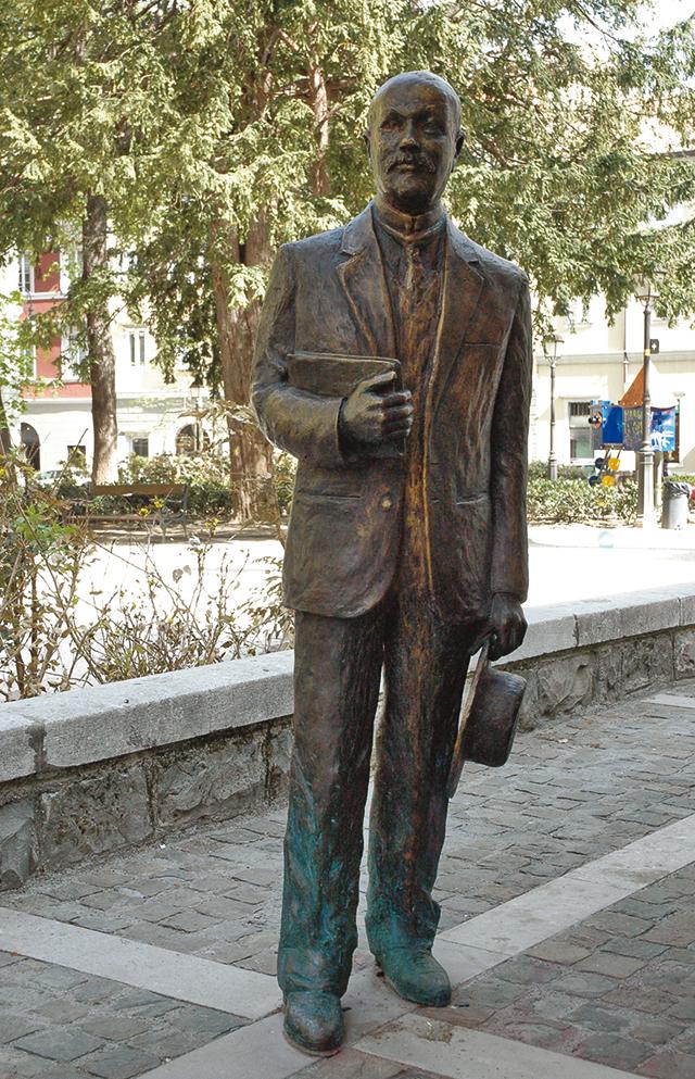 Omaggi artistici alla letteratura - Statua di Italo Svevo