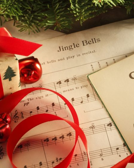 Canti di Natale - Spartiti, palline e pacchetti
