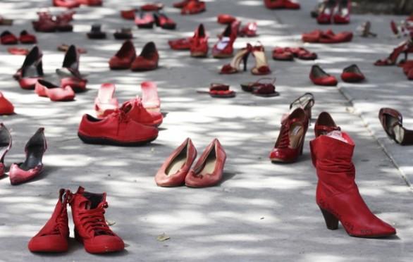 """""""Le scarpe rosse"""", Elina Chauvet (2012)."""