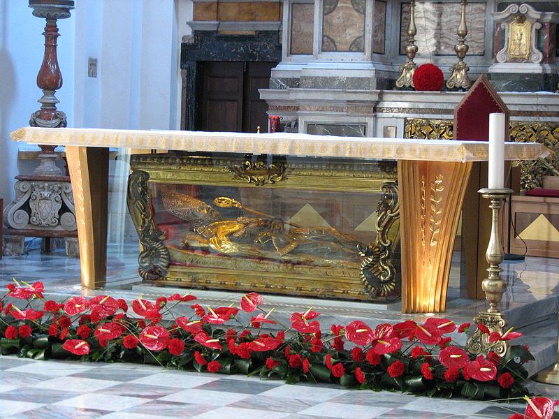 Reliquie di San Valentino sull'altare della Basilica di Terni