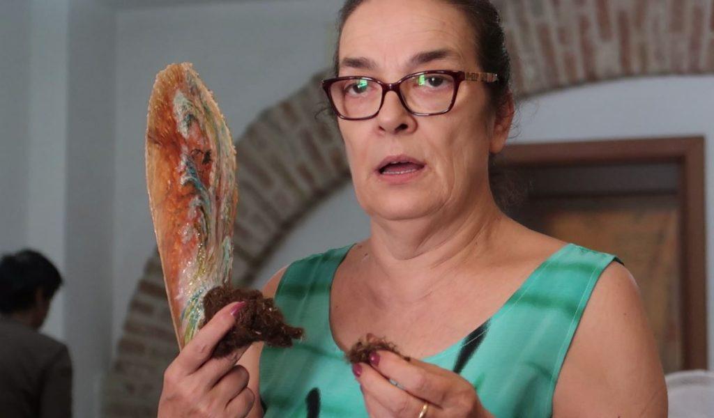 Chiara Vigo con la Pinna nobilis e il bisso grezzo