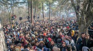Erdogan apre le frontiere: migranti bloccati al confine