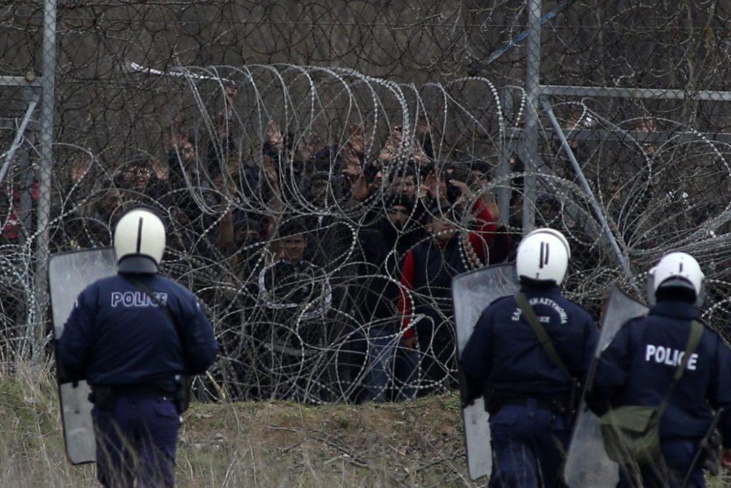 Erdogan apre le frontiere: migranti bloccati dalla Grecia