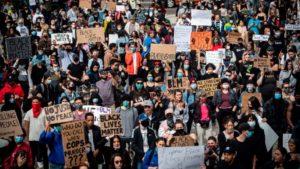 proteste pacifiche nel resto del mondo