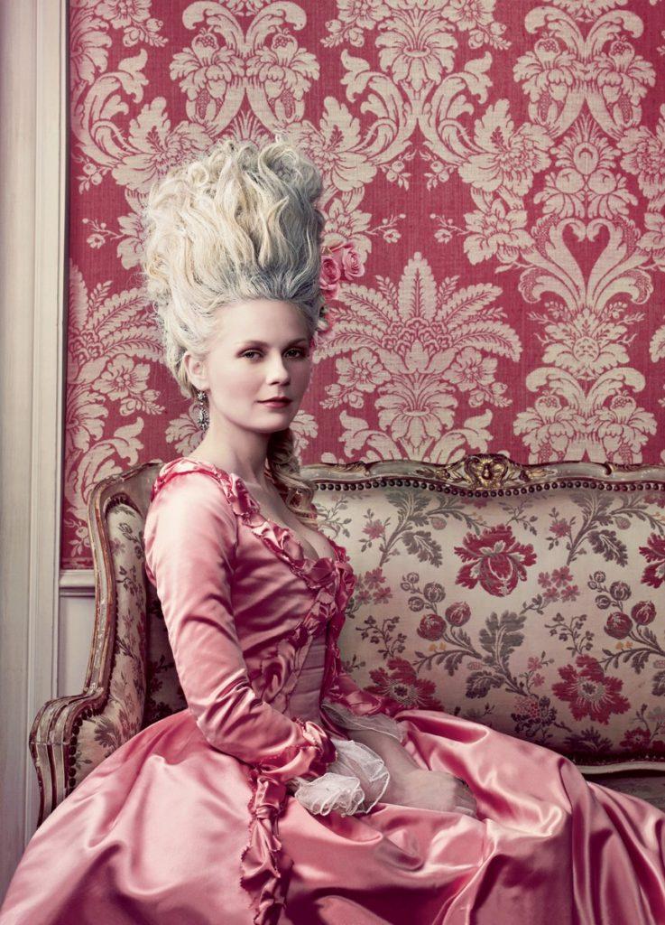 "Kirsten Dunst interpreta Maria Antonietta nel film ""Marie Antoinette"" di Sofia Coppola (2006)"