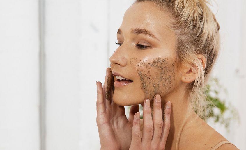 Curare la pelle dopo le vacanze estive - Esfoliazione - Curare la pelle in inverno