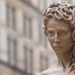 Medusa uccide Perseo: il mito ribaltato da Garbati