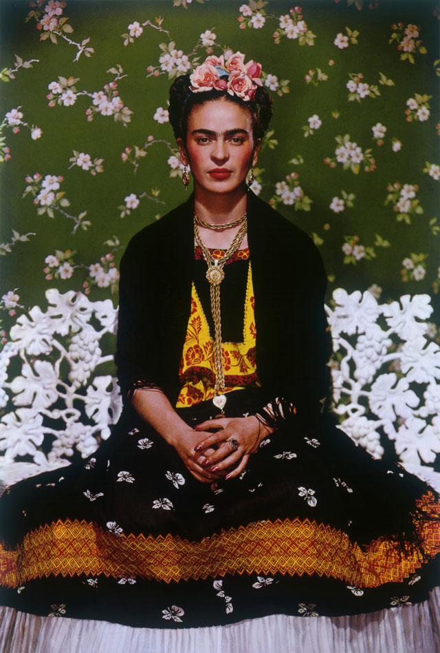 """Frida sulla panchina bianca"", New York, 1939 (Nickolas Muray, Nickolas Muray Photo Archives)"