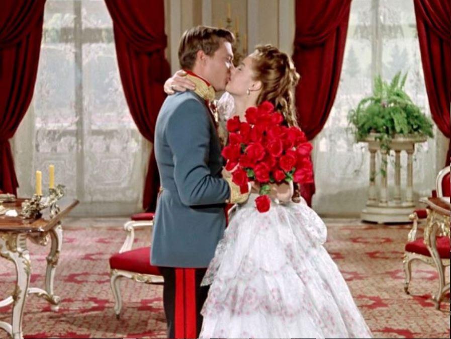 Amore entra a corte: Romy Schneider e Carl Boehm (La principessa Sissi,1955).