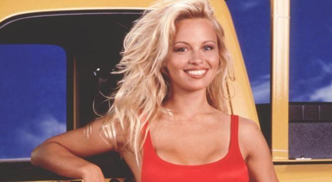 Pamela Anderson negli Anni '90