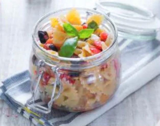 Ricette dolci e salate con le pesche: insalata di pasta.