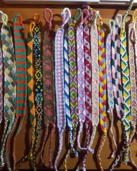 friendship bracelets copertina
