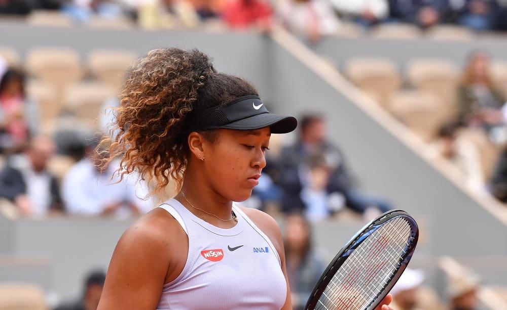 Naomi Osaka si è ritirata dal Roland Garros a causa del disturbo depressivo di cui soffre.