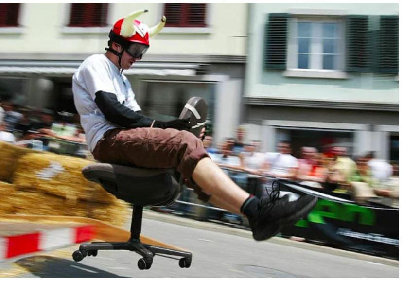 Sport alternativi - Oten corsa con le sedie d'ufficio