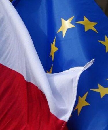 Polexit - Bandiera UE e Bandiera Polonia